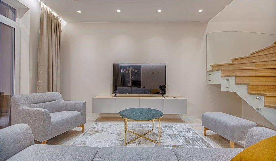 Organizar a sua casa e torná-la mais simples, ter em atenção que cada objeto tem um papel específico e que não é necessário ter uma casa cheia para ter uma casa bonita.