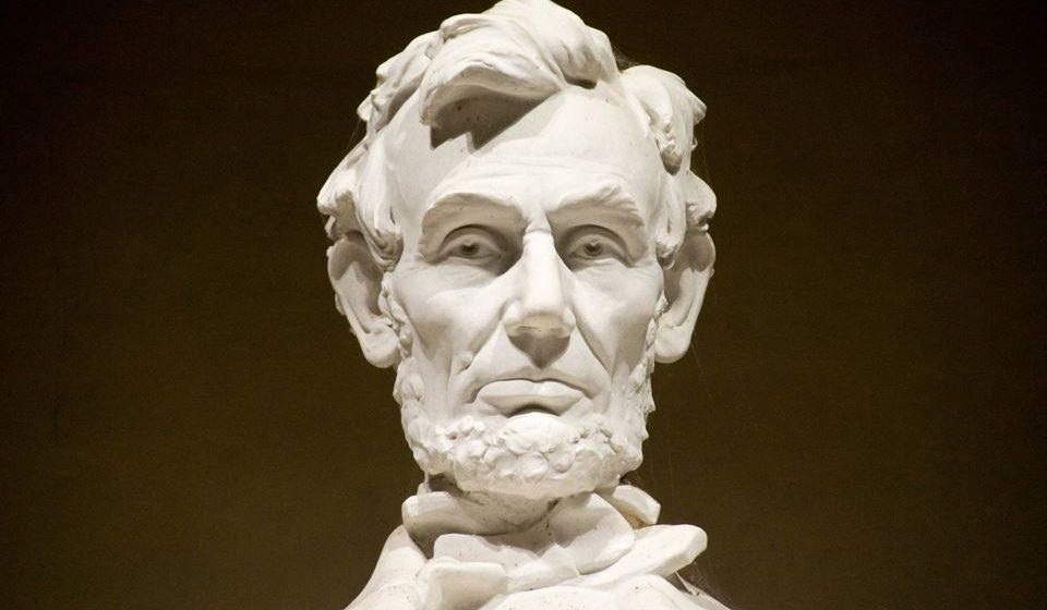 A barba de Abraham Lincoln: Em outubro de 1860, o candidato republicano às eleições dos Estados Unidos, Abraham Lincoln, recebeu uma carta de uma rapariga de 12 anos, Grace Bedell, sugerindo-lhe que usasse barba para cobrir a sua cara delgada e melhorar a sua imagem. Na carta, a jovem garantiu que, se o fizesse, ela convenceria os seus quatro irmãos e os seus pais a votar nele. Uma recomendação que certamente foi cumprida. Fonte: Bic.