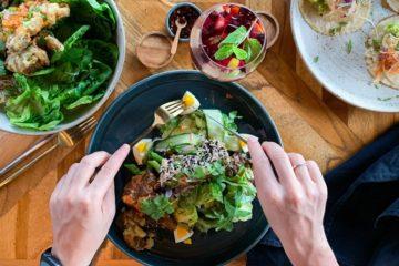 Uma das perguntas mais frequentes que os vegetarianos ou veganos ouvem é: 'Onde vais buscar a proteína?'. De seguida, apresentamos alguns alimentos altamente ricos em proteína que podem se ingeridos por quem faz este tipo de dietas.