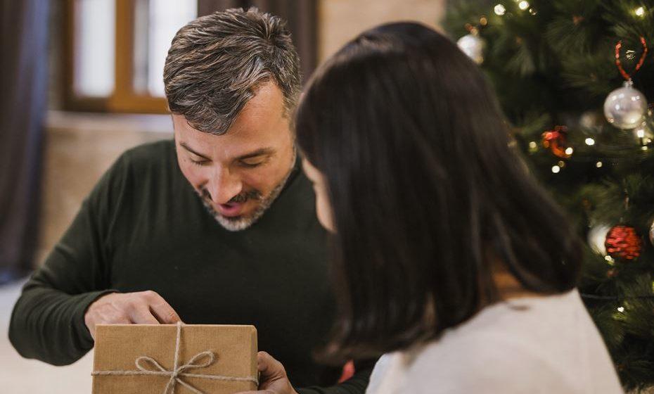 O Natal é uma época de grandes excessos alimentares. Por isso, oferecer um presente que promova o bem-estar poderá ser uma boa escolha. Confira as sugestões de presentes que gritam por um estilo de vida mais saudável.