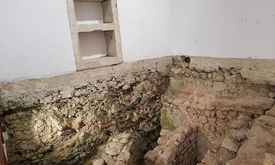 Ruínas antigas no Castelo de Palmela