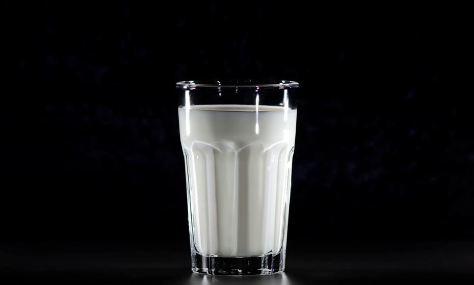 """Etiqueta """"sem açúcar"""": Comece a preferir os alimentos etiquetados com """"sem açúcares adicionados"""". Prefira assim leite de soja ou manteiga de frutos secos, aveia sem açúcar, etc."""