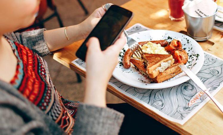 Refeições solitárias: quase um terço dos europeus comem sozinhos