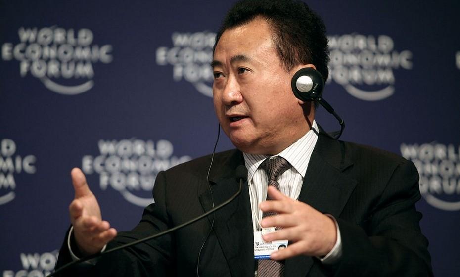 Wang Jianlin e Ning Lin (37 biliões de euros): Em 1986, Wang pediu dinheiro emprestado para começar a sua empresa de desenvolvimento imobiliário. Quase três décadas depois, ele é o proprietário da segunda maior rede de salas de cinema nos Estados Unidos, tem uma rede de hotéis de luxo e é o líder no imobiliário chinês. A sua mulher é a presidente de uma empresa de construção, decoração e comida, espalhada pela China.