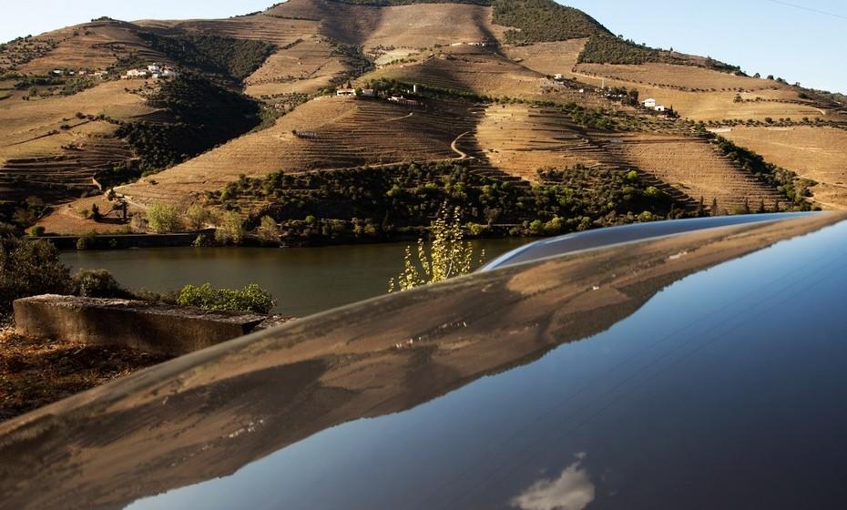 A estrada proporciona uma viagem gloriosa, acompanhada pelo rio Douro na sua totalidade, permite desfrutar de uma vista sobre as vinhas perto do rio, terminando na vila de Pinhão. A região vinícola do Douro foi declarada Patrimônio da Humanidade em 2001, pela UNESCO.