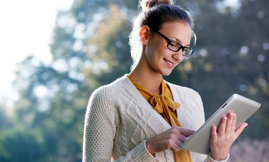 Nas finanças: Prefira pagar as contas online e receber todas as faturas eletronicamente, assim como receber os extratos bancários via online.