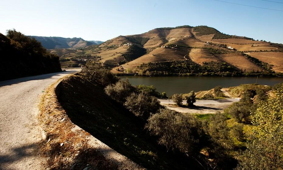O trecho de 27 quilómetros inclui 93 curvas, o que permite desfrutar do prazer de conduzir, alternando frequentemente o estilo de condução.