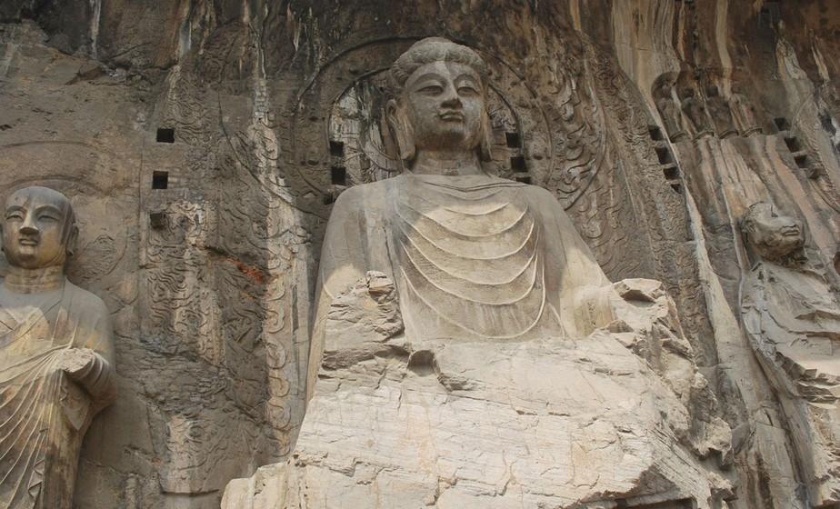 Buda: É tido como um poderoso amuleto, também conhecido como 'o talismã da felicidade'. Entre as várias imagens de Buda, existe uma que é conhecida como Buda da Riqueza, onde Buda está a sorrir. Este deve ser colocado virado para a parede, dentro de um prato com moedas ou arroz, para atrair riqueza. Para chamar a sorte, deve-se esfregar-se a barriga do Buda.