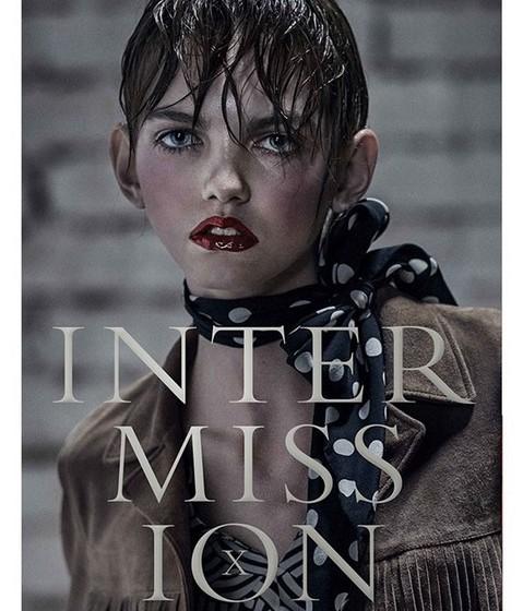 "Na revista ""Intermission""."