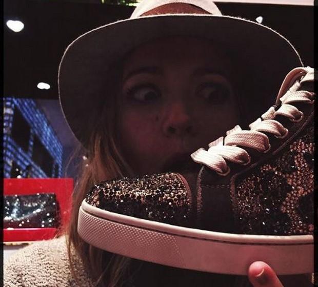 Blake Lively: A atriz é uma das mais regulares no que diz respeito a shoefies, mostrando a sua paixão por este acessório.