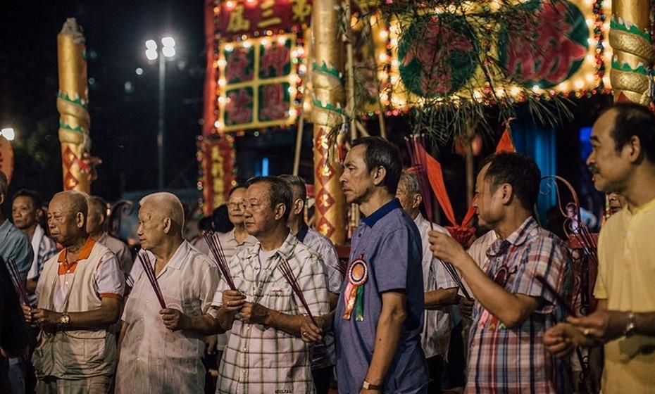 Na origem desta celebração está também o medo do excesso de calor, nomeadamente nas regiões rurais, que traz fome, seca e doenças. Ainda a redistribuição da riqueza, que é um dos pilares fundamentais do budismo, é feita entre vivos e mortos neste festejo.