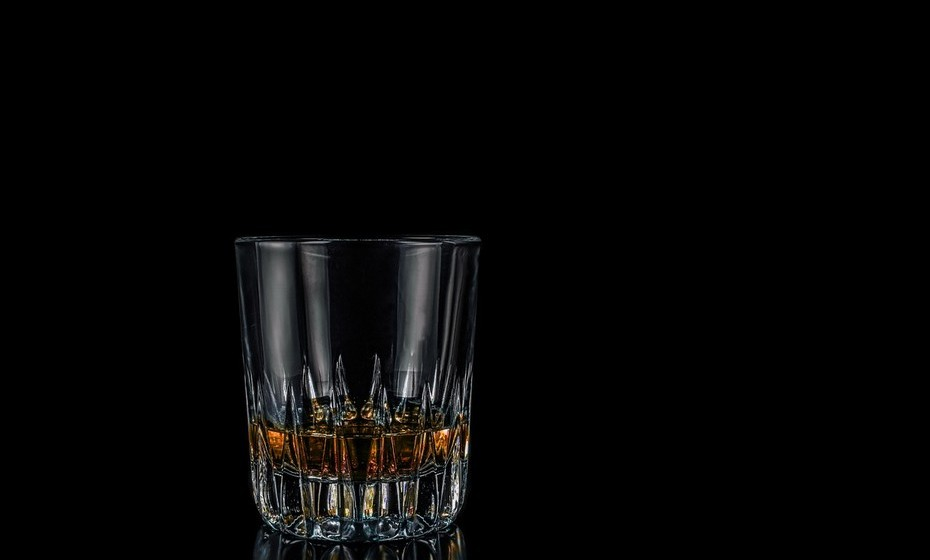 Caranguejo: Os nativos de Caranguejo apreciam bebidas que confortam, bebidas que transmitem calor. Como tal, o rum pode ser uma aposta vencedora.