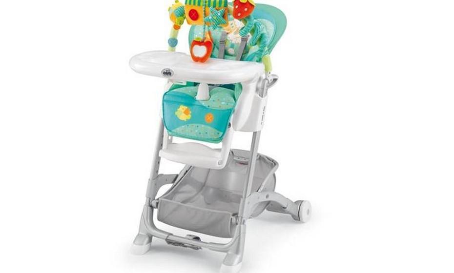 Retire a bandeja da cadeirinha alta, caso a utilize nos meses seguintes, para melhor colocar e retirar o seu filho de lá.