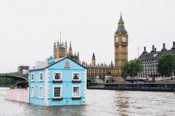 Se vai de férias a Londres e pretende uma experiência de alojamento única, consulte o site inglês da Airbnb e marque uma estadia na Casa Flutuante do rio Tamisa