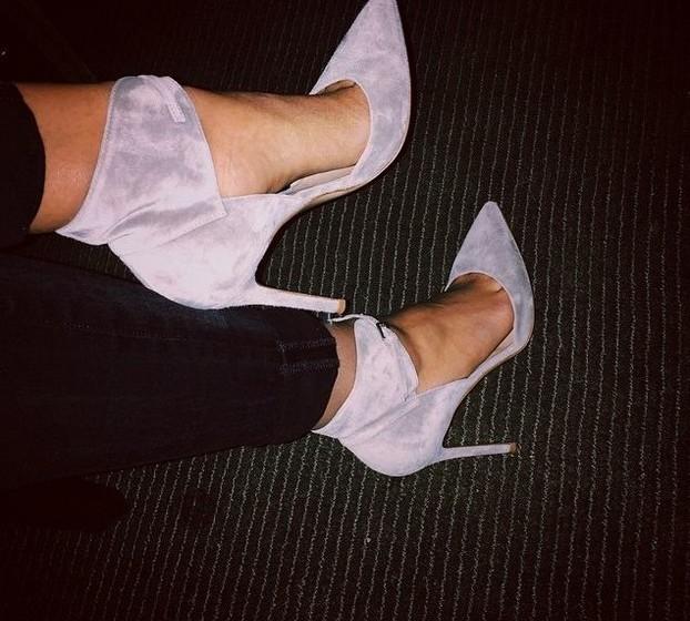 Hailey Baldwin: A modelo partilhou uma imagem destes sapatos de camurça, que foram muito aplaudidos.