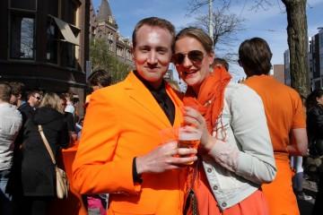 No dia 27 de abril, os Países Baixos celebram o Koningsdag, ou o aniversário do Rei, com mercados de rua, festas, concertos e eventos especiais. Saiba mais sobre o maior evento holandês e que é vivido intensamente nas grandes cidades, como Amesterdão, Roterdão, Arnhem, Utrecht e Haia, e onde o laranja é a cor rainha.