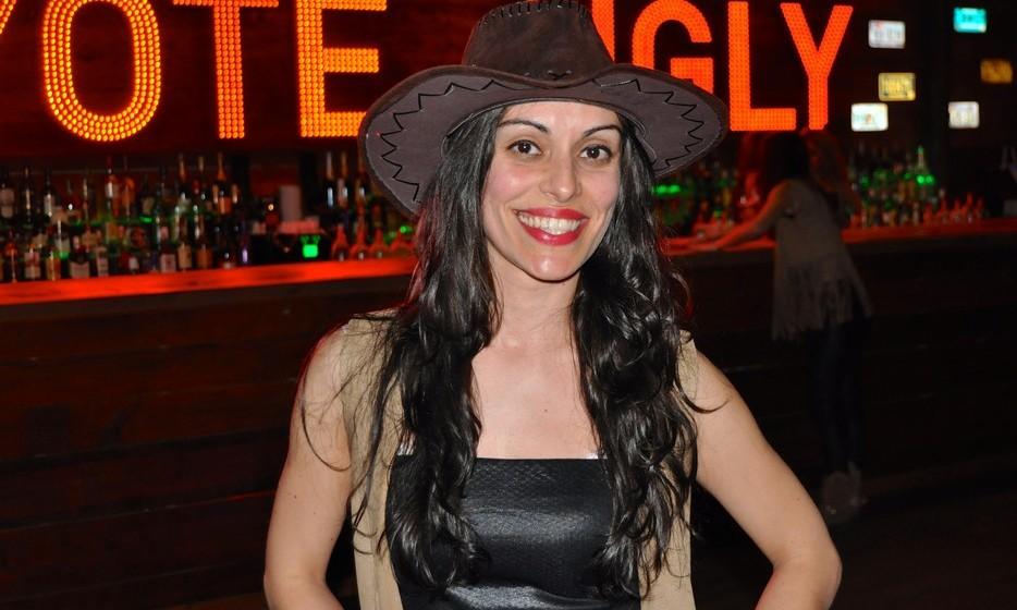 Candy Melo é a coreógrafa e uma das coyotes. Licenciada em Dança, Candy dá aulas de ballet, merengue, salsa, entre outros.