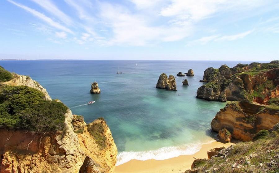 """Um artigo publicado ontem na edição americana do jornal """"Huffington Post"""" chama Portugal de «o maior pequeno pedaço de céu do Atlântico»"""