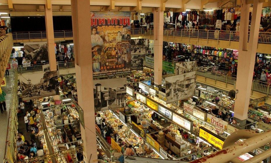 O Warorot Market é apenas um dos mercados da cidade mas é também um dos mais antigos e  o sítio perfeito para observar costumes locais, uma vez que é frequentado maioritariamente por tailandeses.