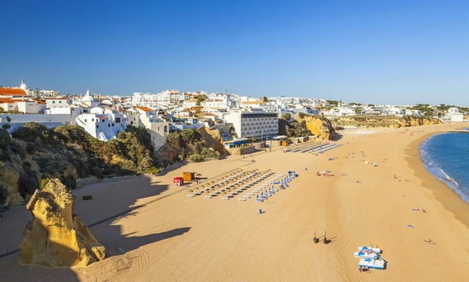 Albufeira é um dos destinos mais turísticos do Algarve.