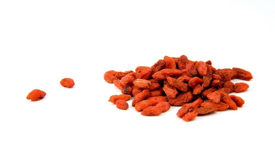 Esta receita de Lucília Diniz dá destaque à vitamina C. Junte: 200 ml de sumo de cenoura, 200 ml de sumo de pimento amarelo, 2 colheres de chá de goji, 50 ml de sumo de erva-doce, 100 ml de sumo de limão e 50 ml de sumo de cogumelos frescos. O sumo ajuda a queimar gordura e é um poderoso antioxidante.