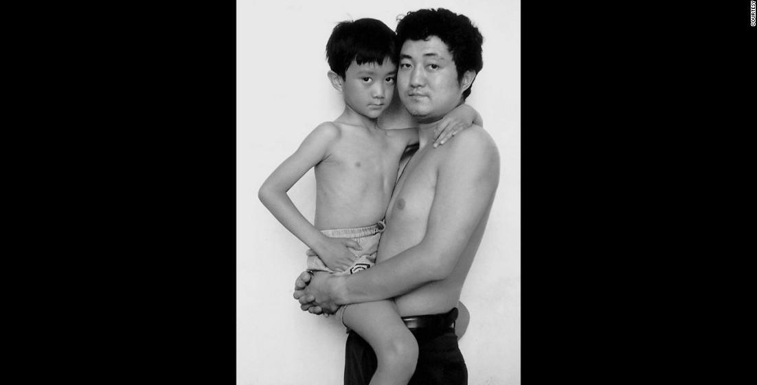 1994: Nas imagens é possível ver o crescimento do filho e o envelhecimento do pai.