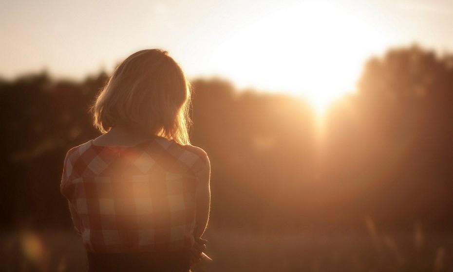 Está triste: Nos últimos tempos tem estado mais triste, sem energia e chora com frequência, com ou sem motivo aparente. No fundo, os problemas da sua relação estão a sugar toda a alegria da sua vida.