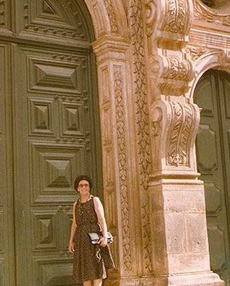 Numa visita a Itália, para espalhar a mensagem do Dia dos Avós. Ana Elisa chegou a entrar em contacto com o Papa João Paulo II, que prestou apoio à sua missão.