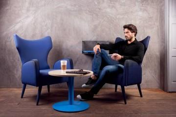 """""""De que serve um casaco novo sem o básico perfeito por baixo?"""" Esta é a questão lançada por Hélder Rodrigues, criador da marca portuguesa de básicos de luxo exclusivamente para homens."""