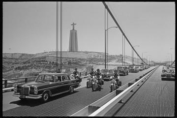 """Inaugurada a 6 de agosto de 1966, como """"Ponte Salazar"""", foi rebatizada """"Ponte 25 de Abril"""" após a Revolução de 1974. Foi, desde sempre, considerada uma obra maior da engenharia portuguesa e um símbolo do país e da sua capital. Conheça algumas curiosidades."""