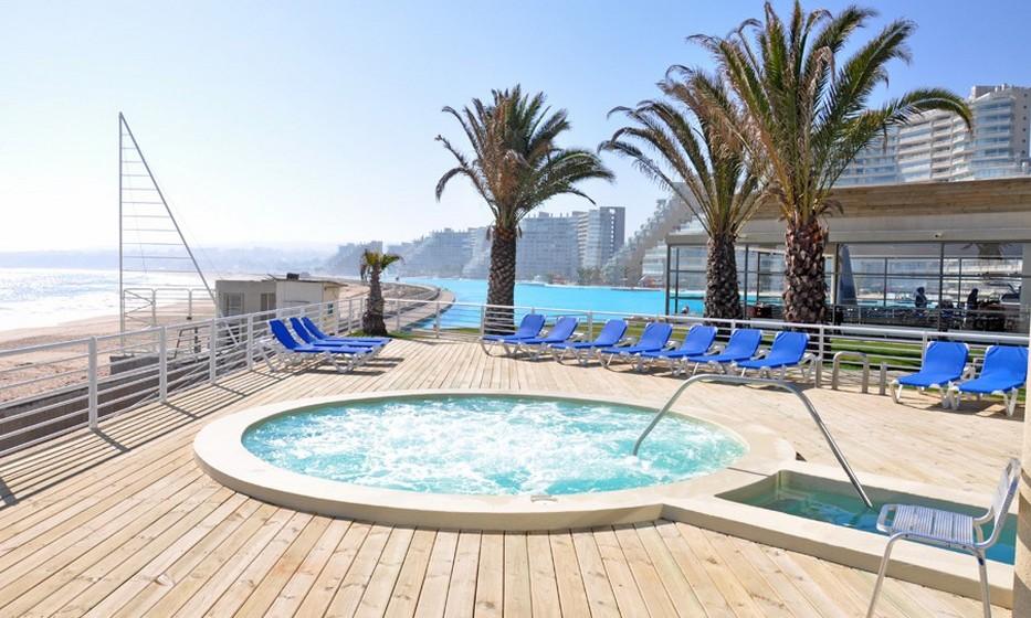 A piscina tem 1012 metros de comprimento e uma área total de oito hectares. Isto equivale a uma área superior a 20 piscinas olímpicas. Há ainda pequenos recantos criados para maior conforto.