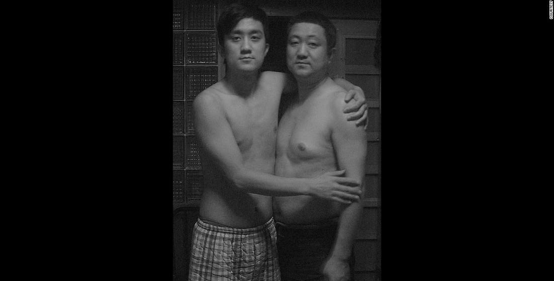 2009: O pai de Tian Li com 50 anos, quando o jovem tem 23.
