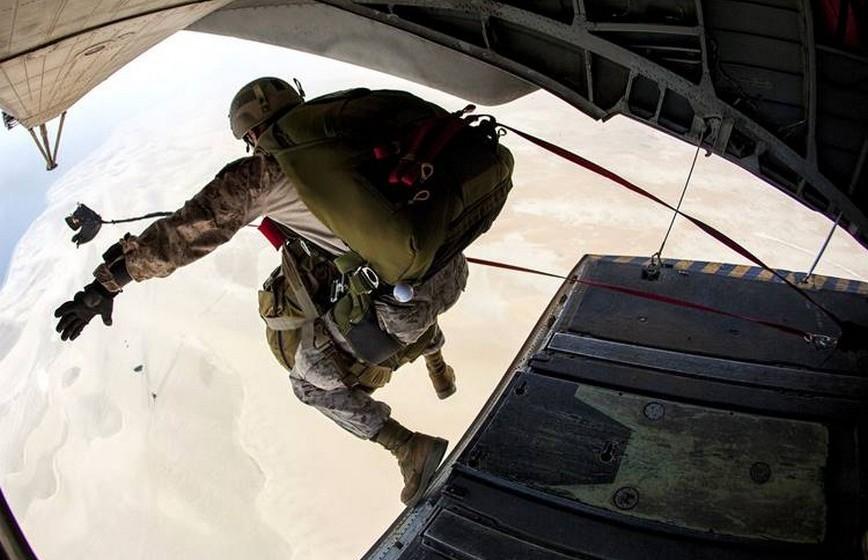 Aceita novas experiências antes improváveis. Tem pavor de alturas, mas aceita fazer o tal salto de paraquedas, porque quem lhe roubou o coração acha que vai adorar e que será uma experiência inesquecível para ambos. Será, pois. Não temos dúvidas. Resta saber se boa… ou má.