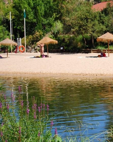 A praia está situada perto das unidades hoteleiras existentes e é atualmente um dos maiores atrativos turísticos do concelho.