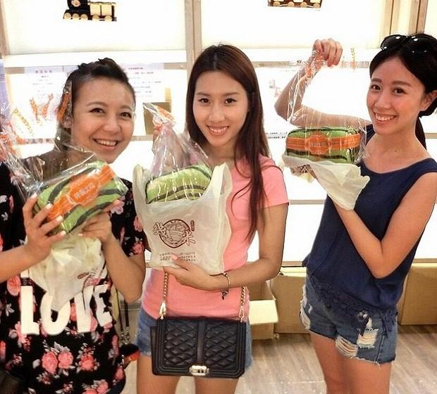 Os sortudos que conseguem comprar o seu pão melancia acabam por publicar nas redes sociais as imagens, sendo possível encontrar várias respostas no Instagram com a hashtag #watermelontoast.