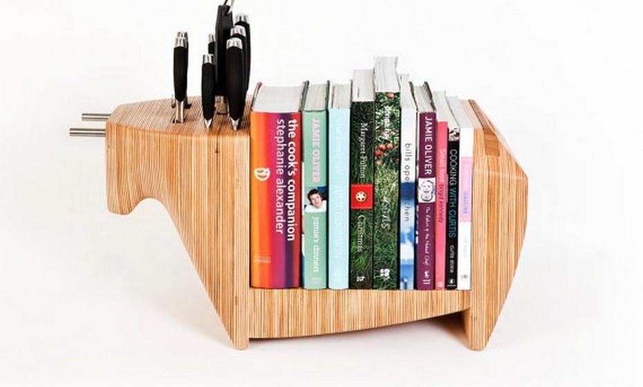 Para os livros de cozinha, esta pode ser uma opção interessante. Pense num objeto útil e decorativo, que permita ter os seus livros de culinária preferidos sempre à mão.