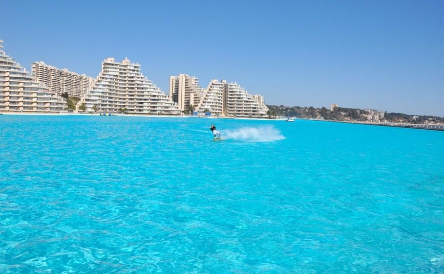 Se pensa que já viu de tudo, então espere até conhecer ao pormenor a piscina do San Alfonso del Mar Resort, em Algarrobo, no Chile.