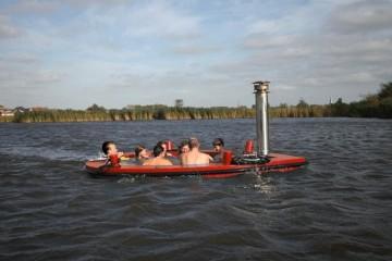 A HotTug é uma banheira flutuante que nasceu de uma ideia do designer holandês Frank de Bruyn