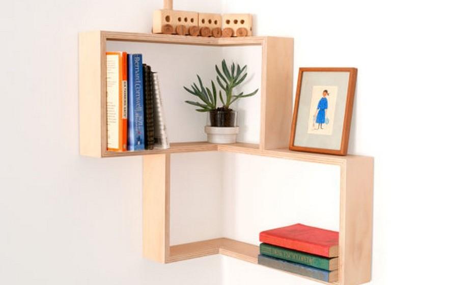 Aproveite os cantos para otimizar o espaço da sua casa. Com esta prateleiras simples e práticas pode transformar um canto aborrecido num recanto de leitura.