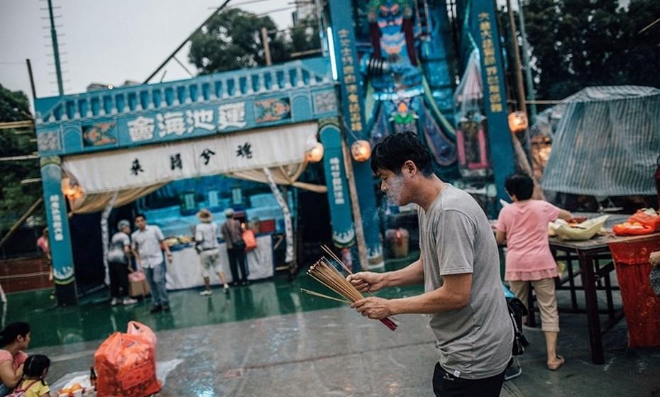 A Festa dos Fantasmas Esfomeados ou U Lan Chit é um dos mais importantes festivais do calendário budista chinês. No sétimo mês do calendário lunar, que ocorre em agosto ou setembro, os espíritos vêm à terra e o portão do inferno é aberto na 14.ª noite da 7.ª Lua. Este ano, a celebração ocorre de 14 de agosto a 12 de setembro.