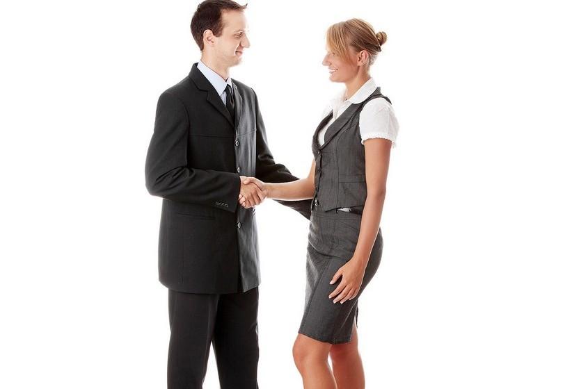 Obtenha feedback. Procure colegas da sua ou de outra empresa que tenham funções similares e peça-lhes conselhos. O seu plano inclui todos os conselhos que lhe deram? Os seus colegas têm atributos que lhe faltam? Pense nisto.