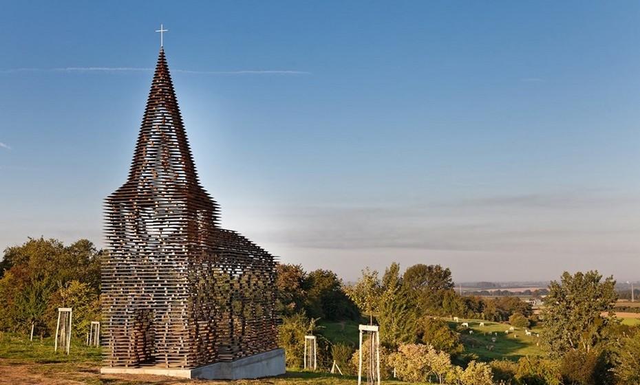 """O projeto foi batizado de """"Ler Nas Entrelinhas"""", numa clara referência àtransparência do edifício."""