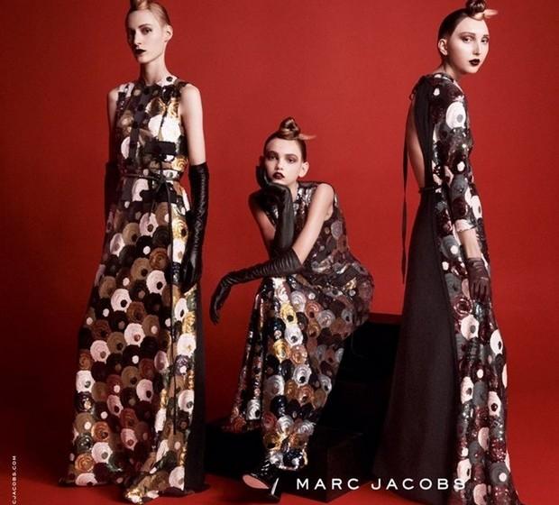 A campanha de Marc Jacobs para o outono 2015 conta com modelos com looks diferentes. Além de Molly Blair, Julia Nobis e Cierra Skye protagonizam a campanha.