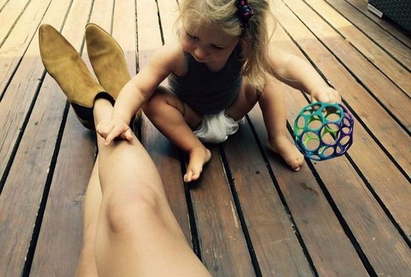 Selena Gomez: A passar o domingo com a família, a jovem cantora publicou uma shoefie.