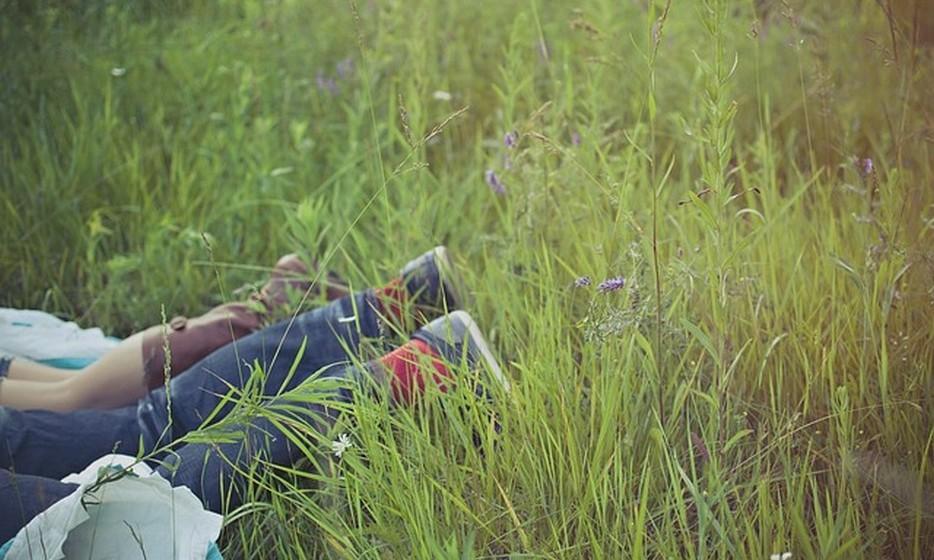 Ser demasiado simpático: Isto pode ser um grande problema numa relação romântica, em particular quando um dos parceiros toma a relação por garantida e não é recíproco na sua afetividade. Quando um dos parceiros é egoísta e não mostra consideração, quanto mais amor e atenção o outro oferece, menos será valorizado. É importante estabelecer limites.