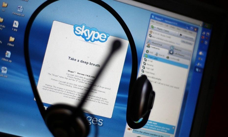 Faça muitos contactos com a pessoa desejada através de Skype, MSN – de preferência usando webcam - para não ter nenhuma surpresa desagradável no primeiro encontro.
