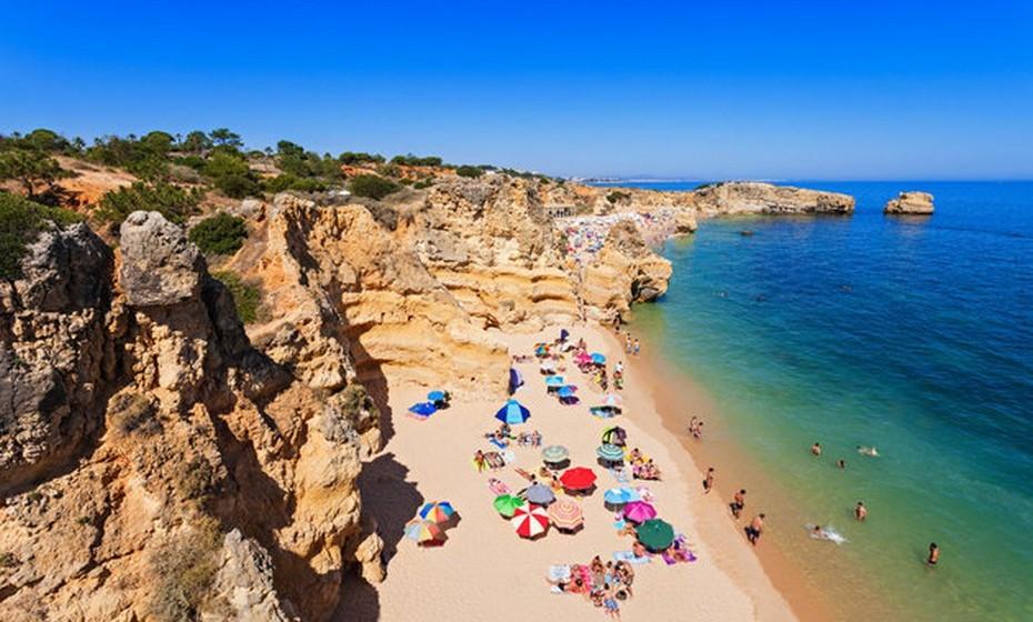 As fotografias da costa portuguesa foram recolhidas da rede social Pinterest.