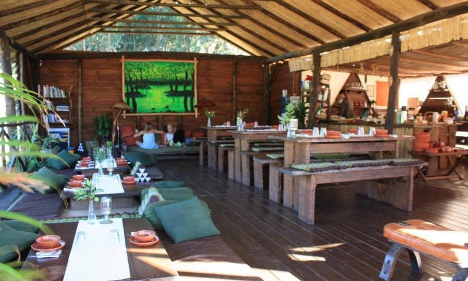 A sala de refeições, onde os hóspedes podem tomar o pequeno-almoço.