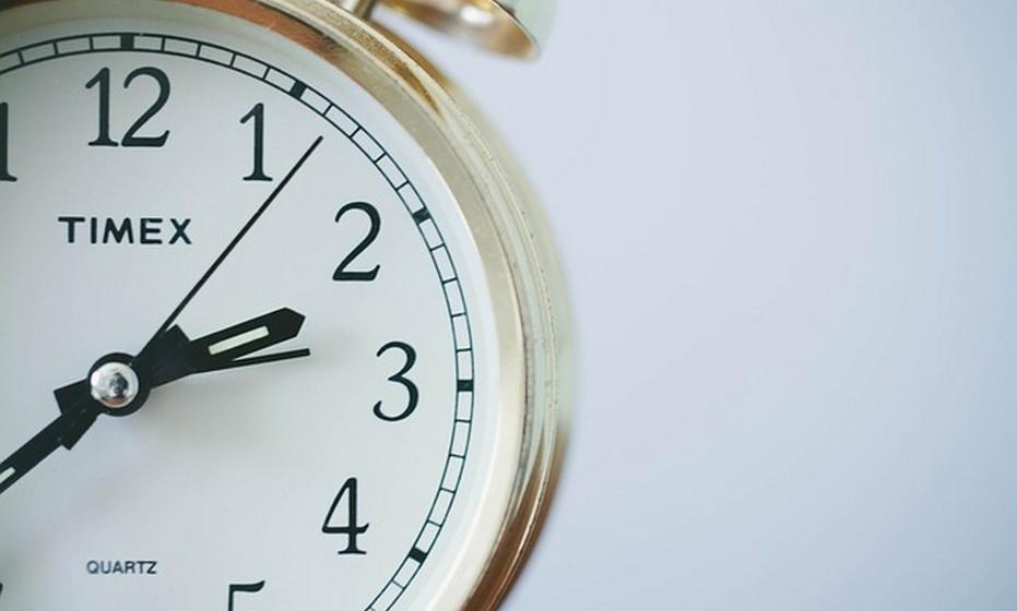 Timing perfeito: Antes de dar o primeiro passo, perceba se este é o momento favorável para a mudança. Certifique-se da situação atual da empresa onde está e da empresa para onde pensa mudar, assim como do plano a médio e longo prazo. Se está na calha uma promoção, talvez seja sensato esperar o novo desafio antes de tomar uma decisão.