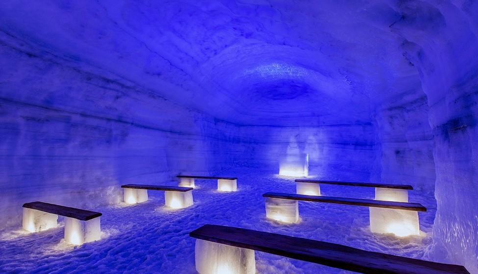 As visitas têm a duração de duas a quatro horas, com preços a partir de cem euros. Podem inclusive realizar-se casamentos dentro do glaciar, na capela.